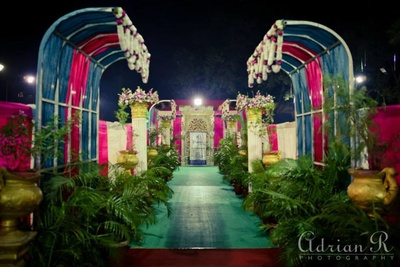 Wedding decor ideas. Walkaway decorated with garlands and orchids bouquet