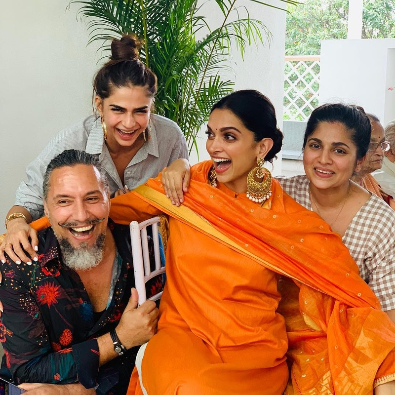 Deepika has already shopped for her mangalsutra and it contains a BIG-FAT solitaire. While that along should be worth a whooping INR 20 lakh, I can't even begin to wonder what the whole thing might be worth.