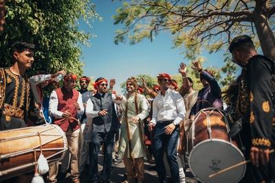 Dhamakedaar baraat dance on the beats of dhol