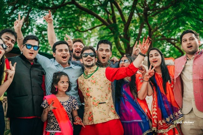 Making memories with friends and family at the mehendi ceremony!