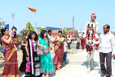 Groom escorted on a horse decorated with vibrant adornments
