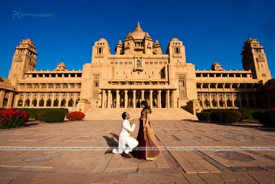 A regal style proposal against the historic Taj Umaid Bhavan, Jodhpur