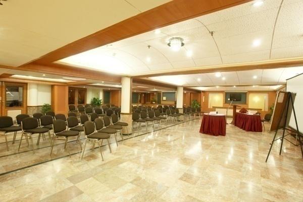 The Emerald Hotel & Service Apartments -Topaz Juhu