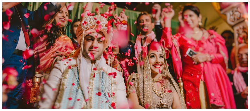 Akshit & Ragnee Chandigarh : This bride's all gold look with a unique jaimala has won our hearts!