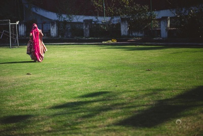 Bridal photography ideas for an outdoor wedding