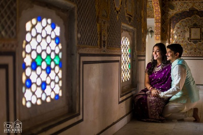 Prewedding shoot against the stunning jharokhas at Chomu Palace