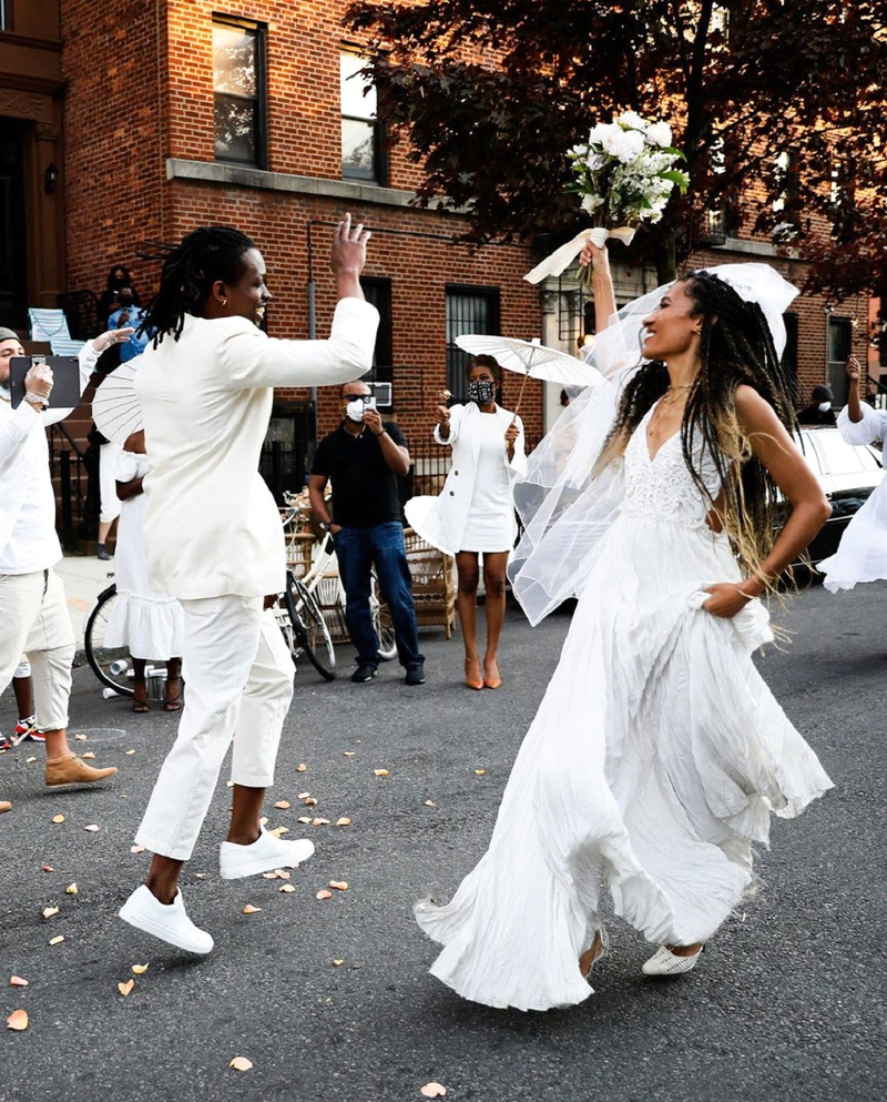 This Crazy Couple Street Dancing is Pure Lockdown Wedding Goals!
