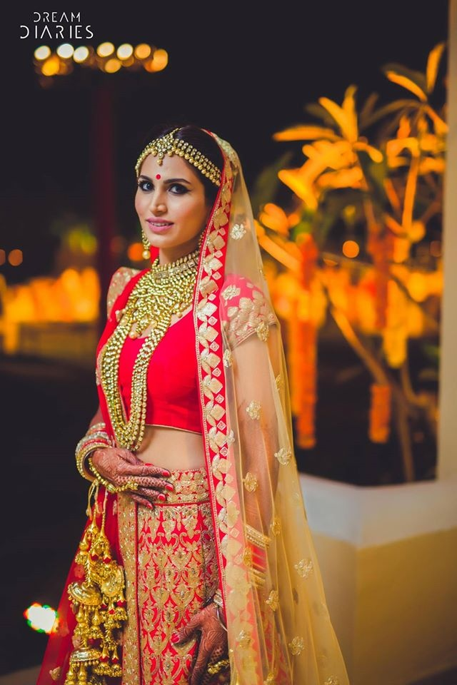 8. Woah! Watchout for this bride in a scarlet-red lehenga and pure gold jewellery