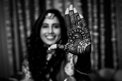 the bride showing off her mehendi