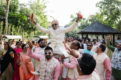 The groom dancing his way to the mandap!