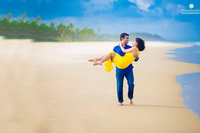 Romantic pre wedding photo shoot ideas by the beach