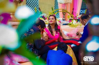 Mehndi artists from delhi working their magic on bride Shruti.