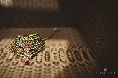 Bridal kundan neck piece photographed by Into Candid Photography.
