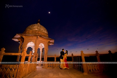 Romantic pre wedding photo shoot like this with a majestic venue and sunset!