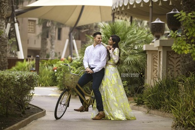 Beautiful pose ideas for a bride and groom