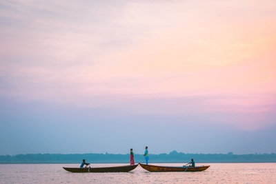 The romantic couple posing on boats against a breathtaking view!