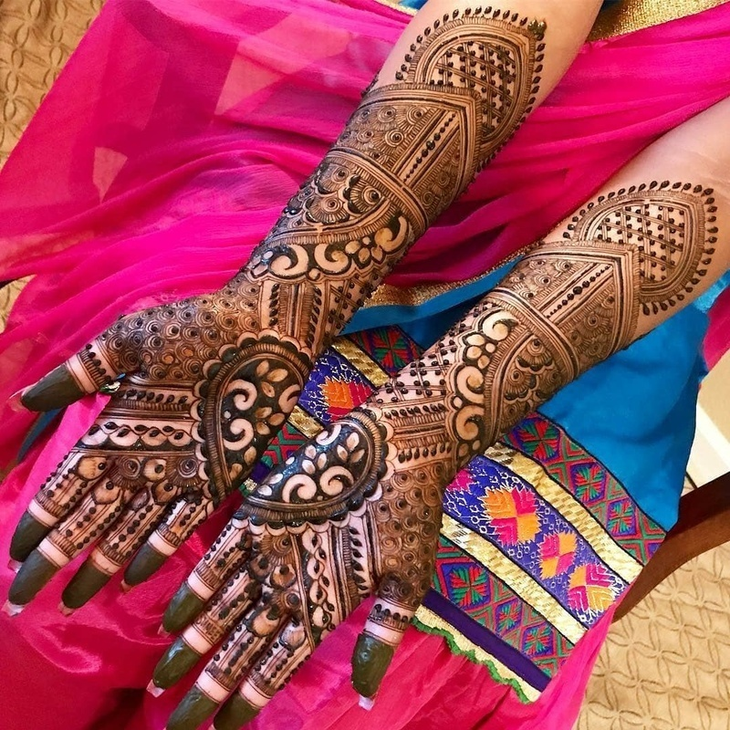9c44ddd9e Paisley, hearts, flowers and leaf vines are never going out of style for  bridal henna designs, and for all obvious reasons. They have this amazing  bridal ...