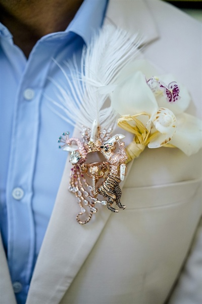 customised brooch