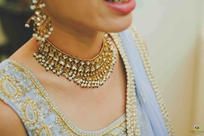 Closeup of the bride's wedding jewellery made of kundan and pearls