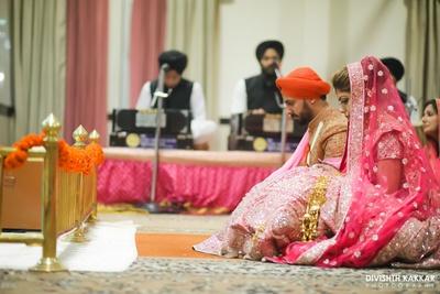 Bride and groom at their gurudwara wedding ceremony.