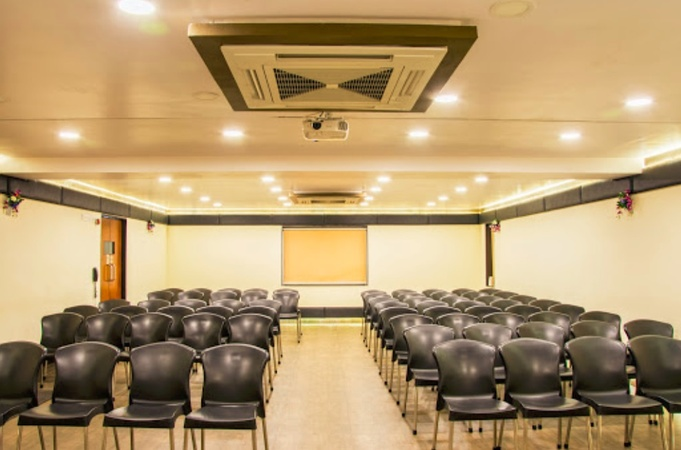 The Black and White Motel MVP Colony Visakhapatnam - Banquet Hall