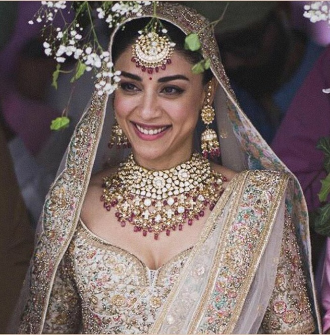 6. Amrita Puri is slaying it with a golden Sabyasachi lehenga and kundan jewellery with a hint of maroon!