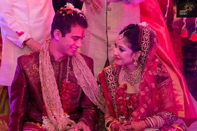 Candid wedding photography captured aptly by Camera Waale Baraati