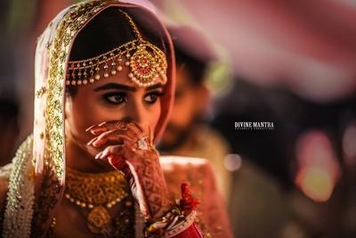 the bride getting emotional during the vidaai