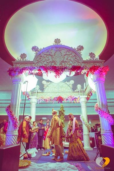 Simple Vedi mandap decor ideas. Offbeat colors for wedding outfits