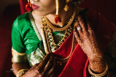 Red and green nauvvari saaree for the wedding day styled with beautiful gold temple jewellery.