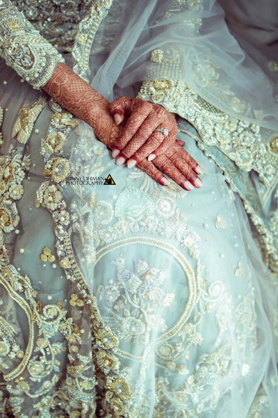 Intricately embroidered lehenga for the gorgeous bride