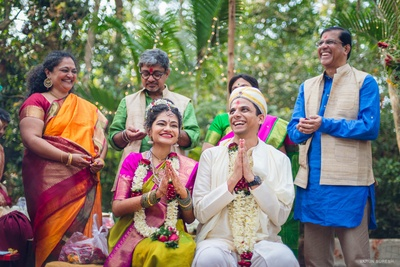 Dressed in a two toned; green and magenta silk saree for an outdoor forest wedding held at Goa