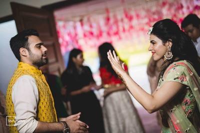 The bride flaunts her mehendi in front of her groom!