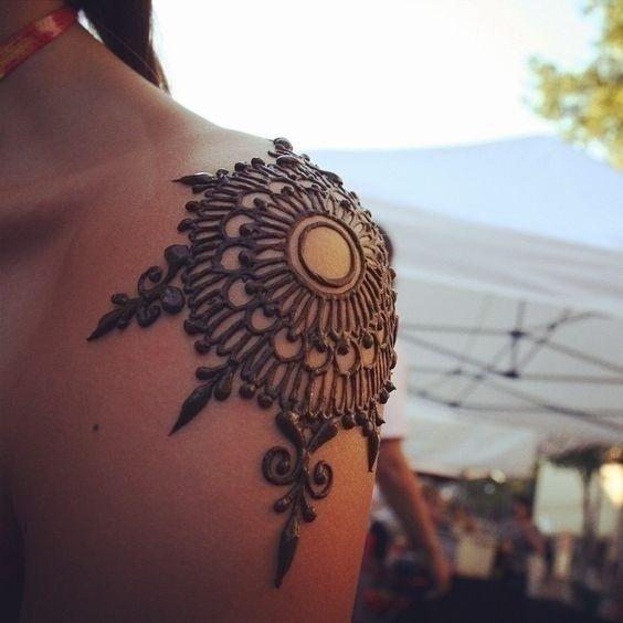 Striking Bridal Mehndi Designs for the Shoulder