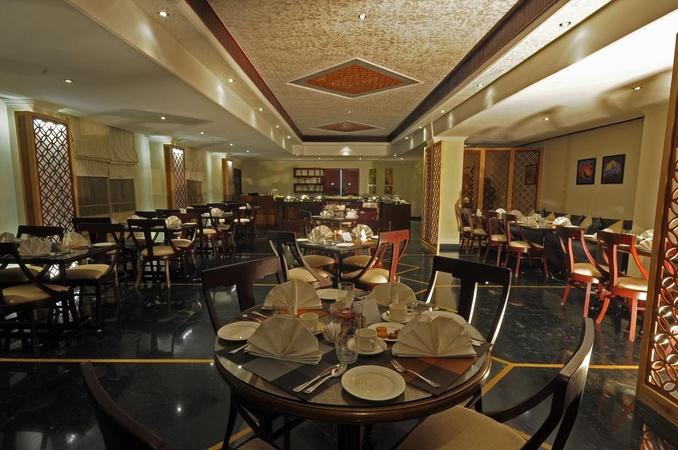 Hotel Golden Tulip Chetak Udaipur - Banquet Hall
