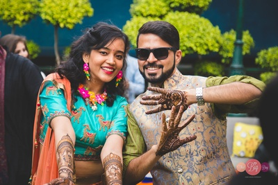 Ritika and Yash are all smiles at their Mehendi ceremony!