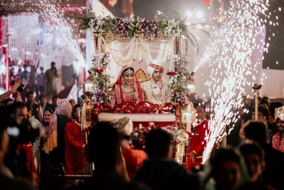 Bride and groom in a carriage during the vidaai.