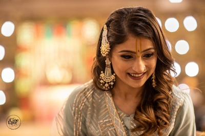 The bride looks gorgous in a grey ensemble paired with traditional danglers and a passa.