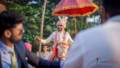 Vasu and his baraat entering the wedding venue