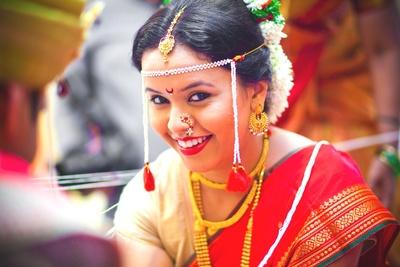 Bride's hairstyle adorned with Gajra and Maharashtrian essential Mundavalya