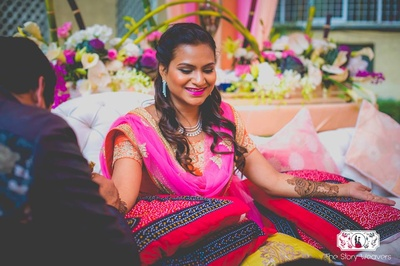 Bronze-y makeup look for the mehndi ceremony with bold pink lips