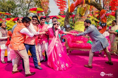 cute couple photography for the mehndi ceremony