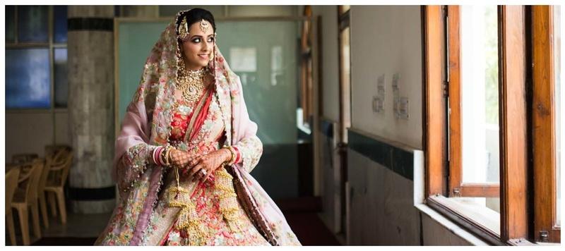 Prithvi & Shreya Delhi : Meet Shreya, a bride who floored us with her customized and unique Anamika Khanna lehenga!