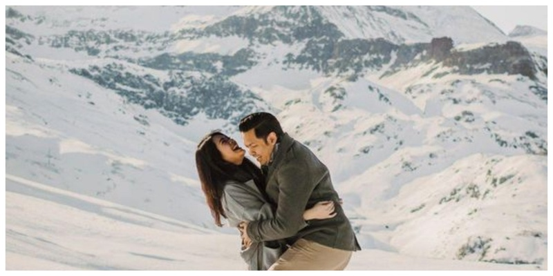 13 Couple Photoshoot Poses to try in the Snow