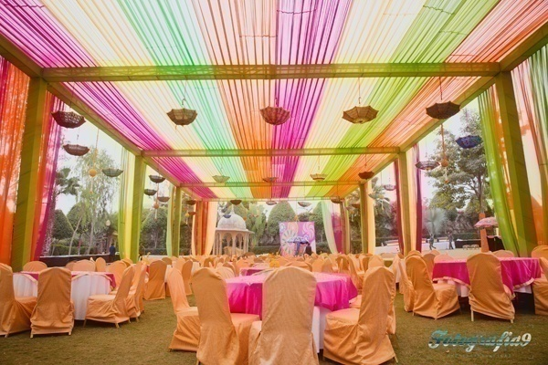 How to use umbrellas for wedding decor in a fun quirky and chic way wedding decoration junglespirit Image collections