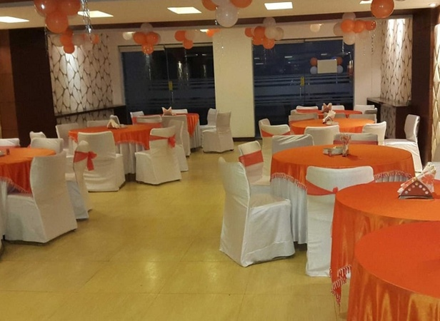 Edition O 30043 Yellow White Residency Sector 17 Gurugram - Banquet Hall