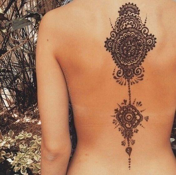 Dare To Go Bare: AttractiveBridal Mehndi Design for the Back