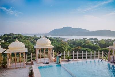 Beautiful palace pre wedding shoot by Mahima Bhatia photography.