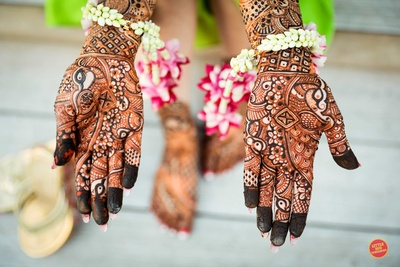 Bride showing her mehendi design