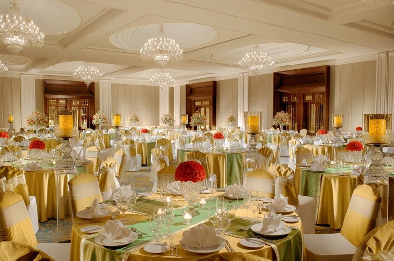 Small Indoor Wedding In Cities That Check All The Boxes Of A Luxurious Affair